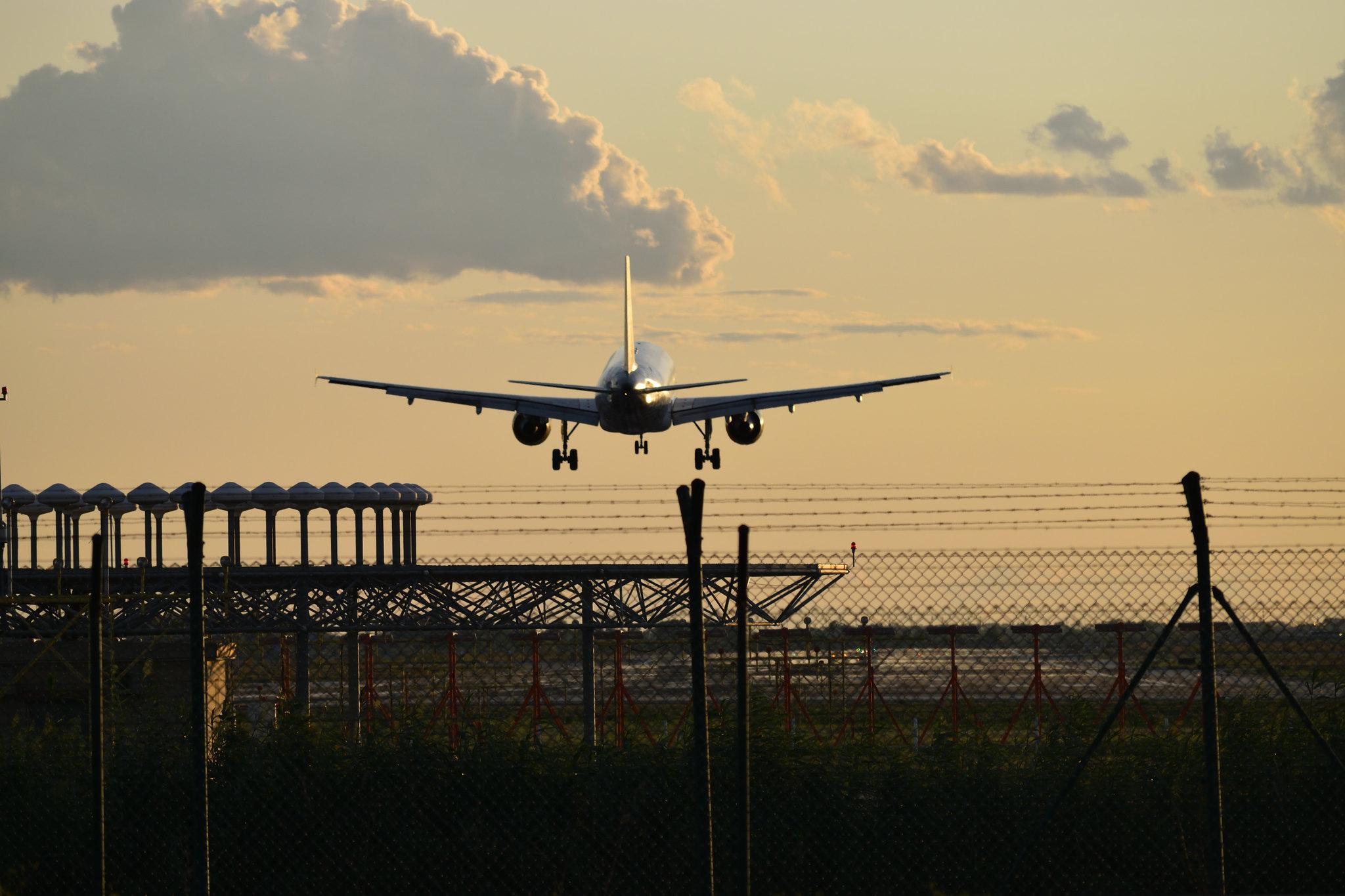 Resultado de imagen para avion aterrizando