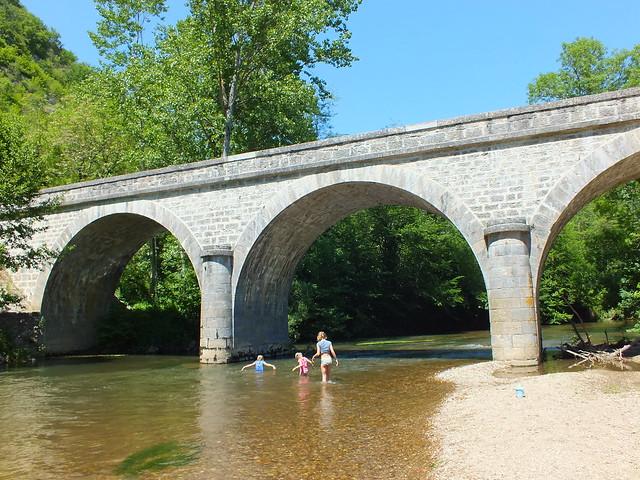 [093-004] Espagnac-Sainte-Eulalie - Baignade dans le Célé au pont d'Espagnac
