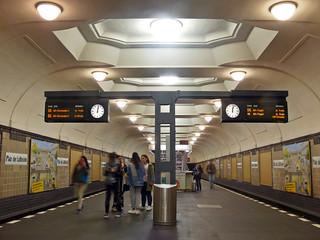 Platz der Luftbrücke U-Bahn, Berlin