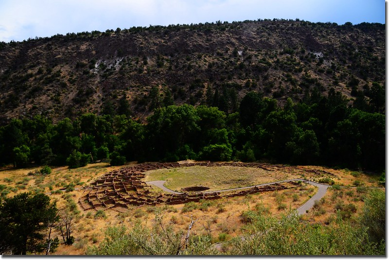 Tyuonyi pueblo ruins in Frijoles Valley, Bandelier National Monument