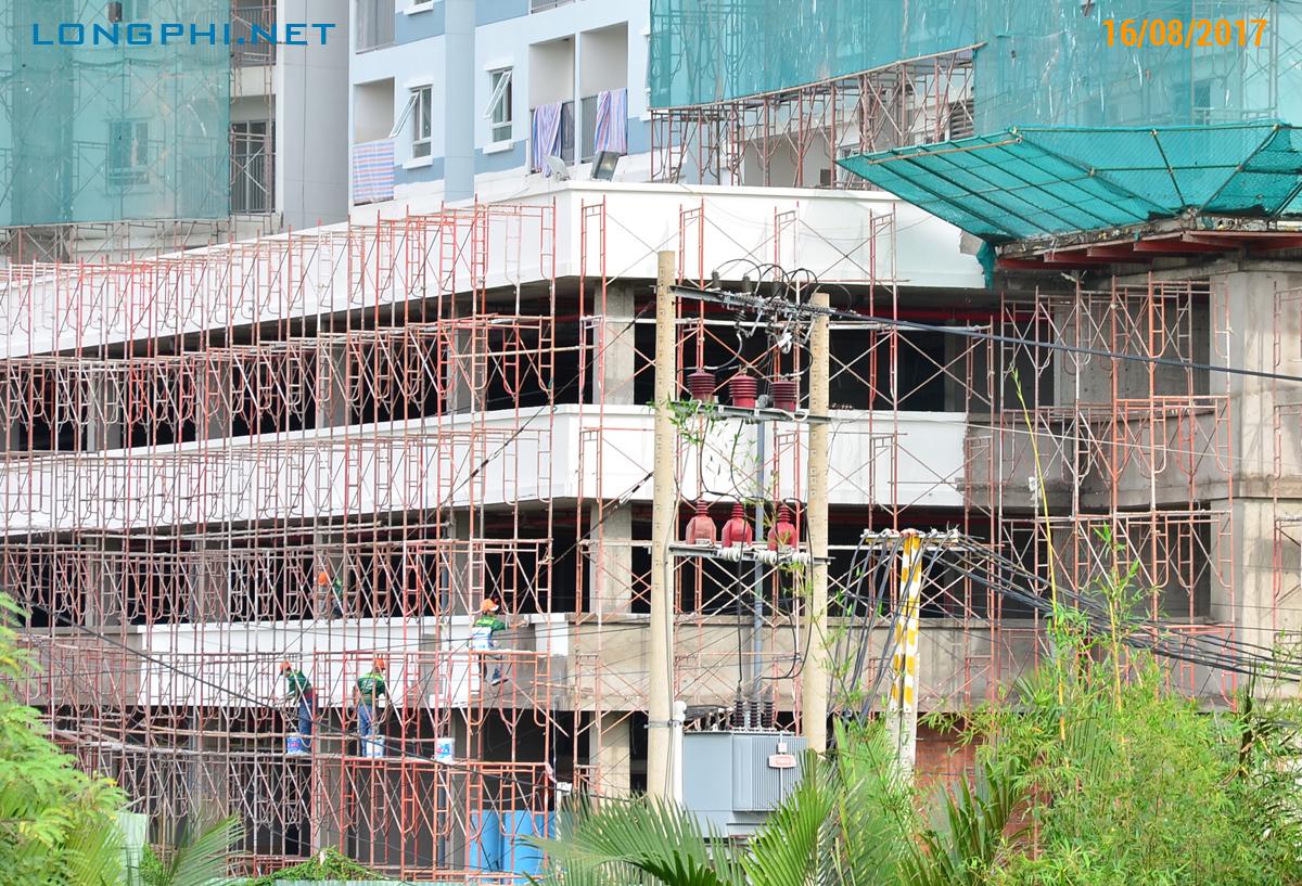 Khối đế bao gồm shophouse tầng 1 và 1 phần tầng 2. Gửi xe tầng 2+3. Đang thi công mặt ngoài.