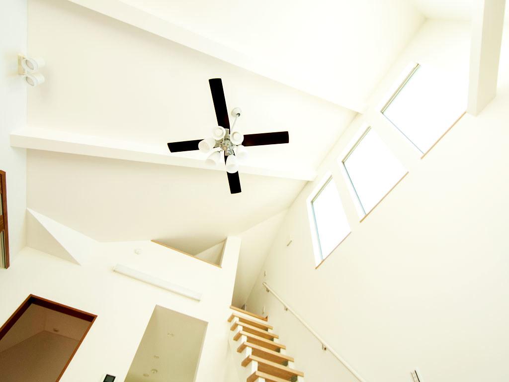 2階のリビングダイニングのシーリングファンライト