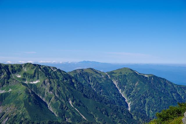 大日岳超しに白山
