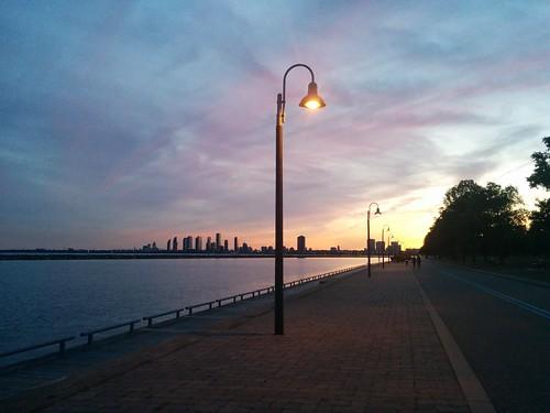 Light pole and skyline #toronto #lakeontario #humberbay #marilynbellpark #evening #sky #skyline #lights