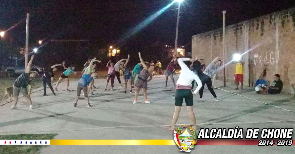 Cuatro comunidades barriales cuentan con bailoterapia y talleres de artes plásticas