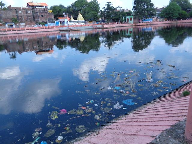 रामसागर तालाब में पसरी गन्दगी