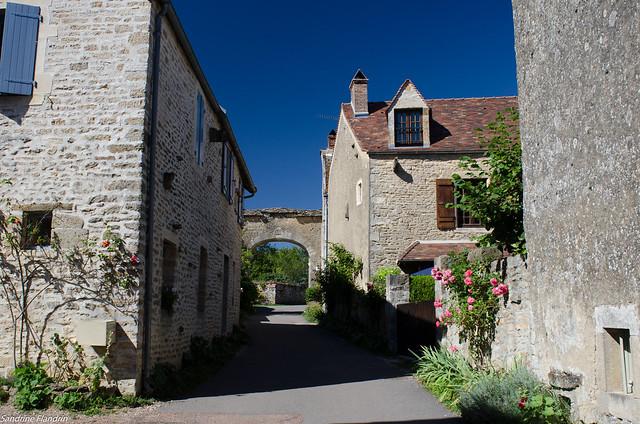 Chateauneuf-en-Auxois, Nikon D7000, AF Nikkor 24mm f/2.8D