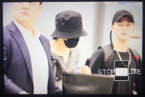G-Dragon arrival Seoul from Hong Kong 2017-09-09 (4)