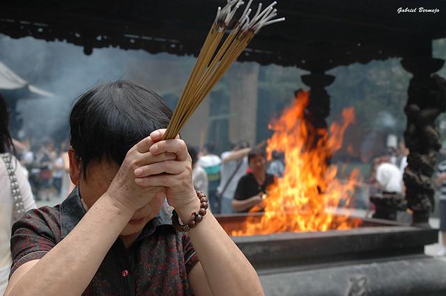 Fuego incienso y rezos - China