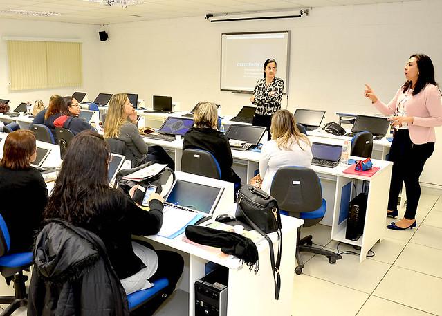 Professores participam de formação continuada sobre deficiência visual