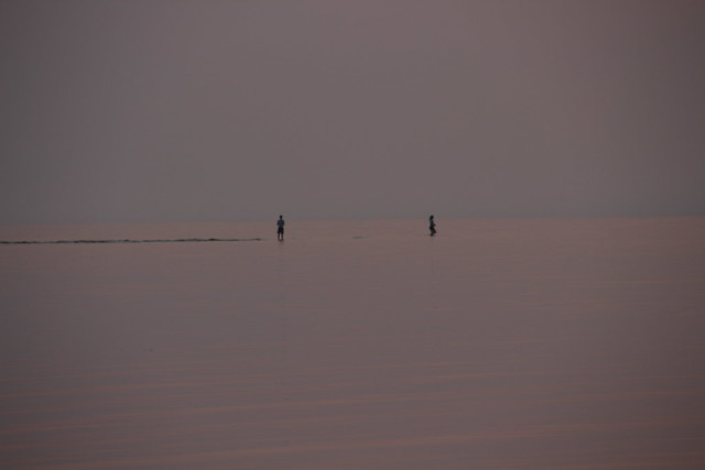 Walkers in open sea., Canon EOS 700D, Sigma 18-200mm f/3.5-6.3 DC OS