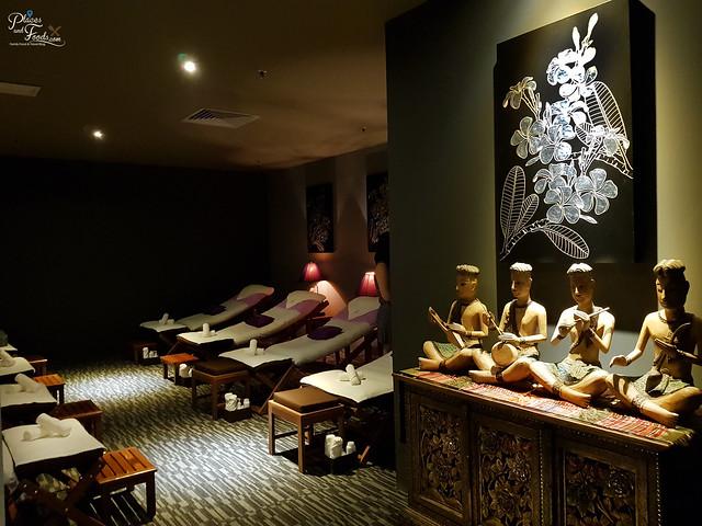 white elephant foot massage room 2