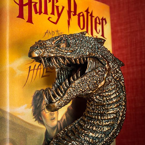 爬說嘴專用!操控蛇妖來保護你的書吧~ThinkGeek 哈利波特【蛇妖書擋】Harry Potter Basilisk Bookend