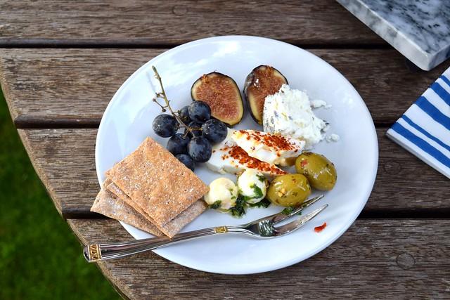 Soft Late Summer Cheeseboard | www.rachelphipps.com @rachelphipps