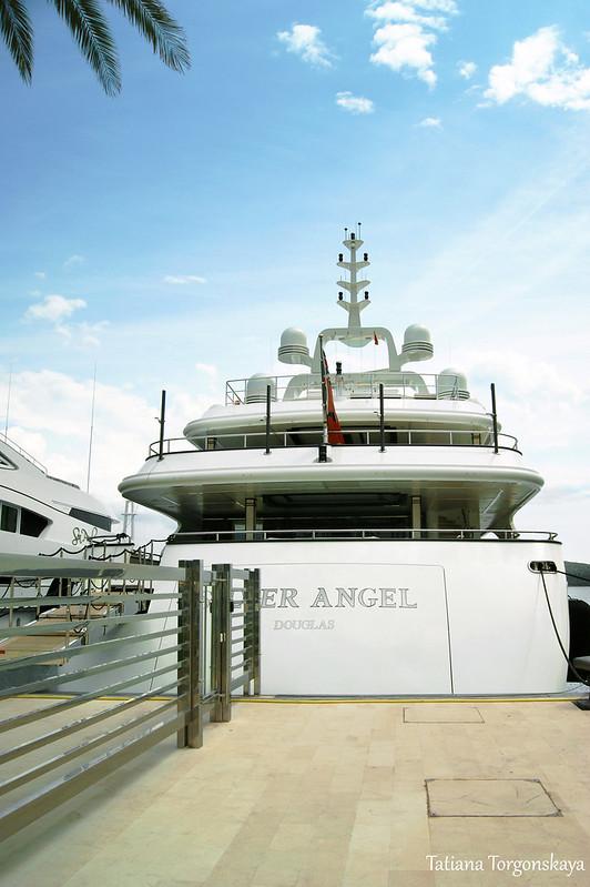 "Яхта ""Silver Angel"" в Порто Монтенегро"