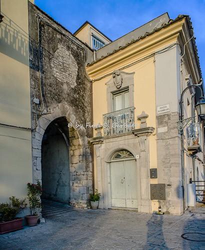 Casalbore (AV), 2017, Porta Fontana e Palazzo Maraviglia.