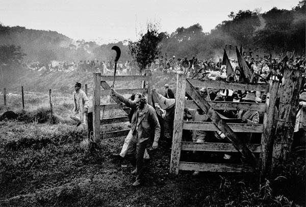 Ocupação das áreas da Araupel foram registradas pelo fotógrafo Sebastião Salgado, em 1996 /Foto: Sebastião Salgado