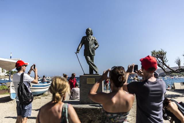 Salvador Dalí, Cadaqués