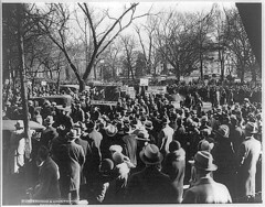 Hunger marchers gather at White House: 1931