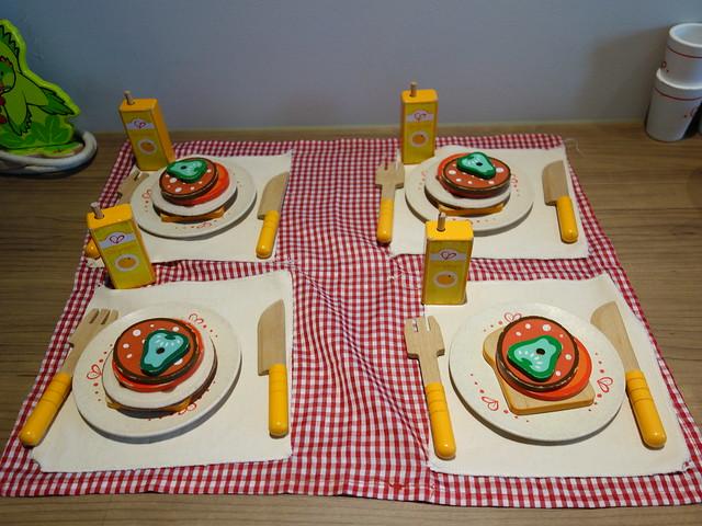 一家四口都有整套早餐可以吃喔 :D@捷絲旅高雄中正館HAPE主題家庭遊戲房