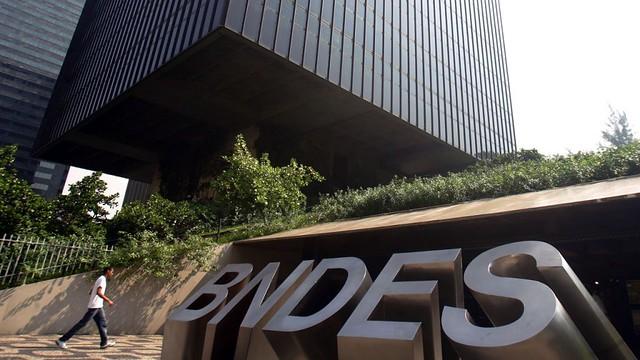 Medida Provisória aproxima taxa de juros de empréstimos do BNDES aos praticados pelo mercado privado - Créditos: Agência Brasil
