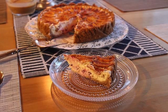 kinuskinen omena puolukka kakku 9