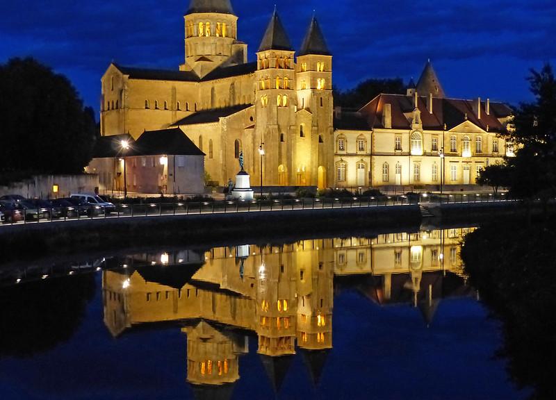 A travers le Bourbonnais, le Beaujolais et la Bourgogne... 37326848365_5cd134a85c_c