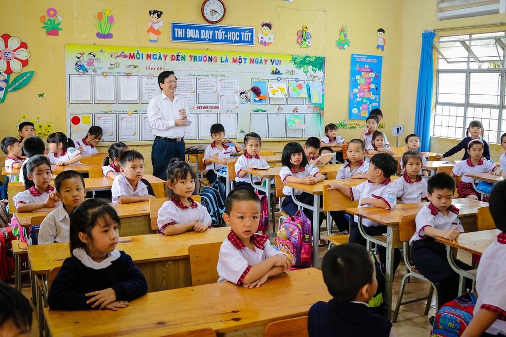 Bộ GD&DT về thăm trường
