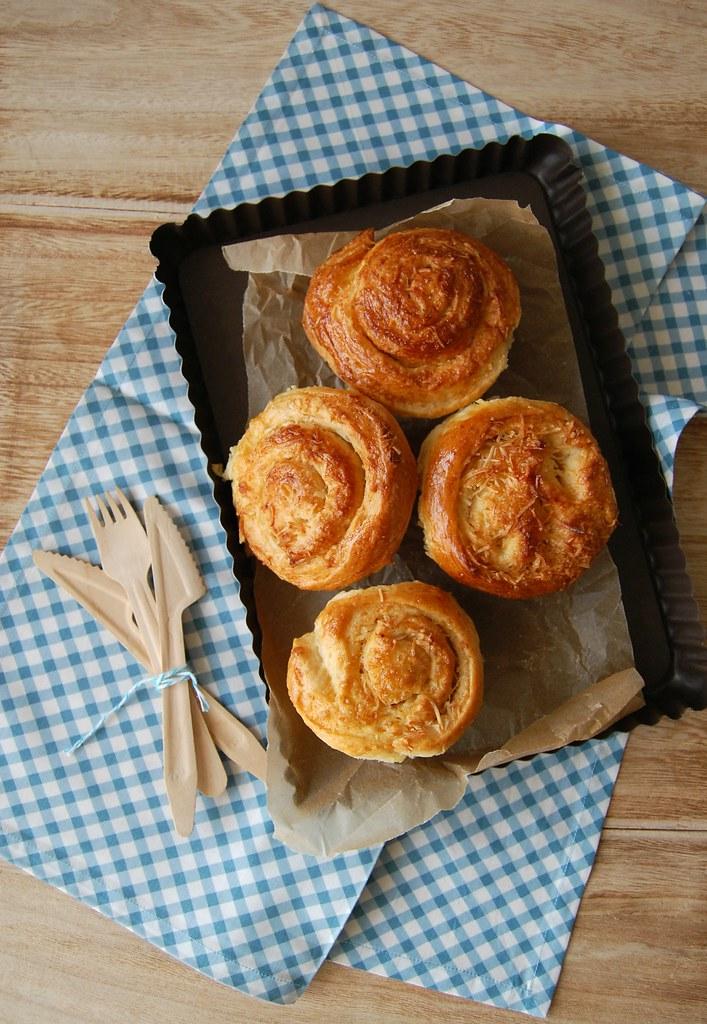 Coconut sour cream buns / Pãezinhos de coco e creme azedo (sour cream)