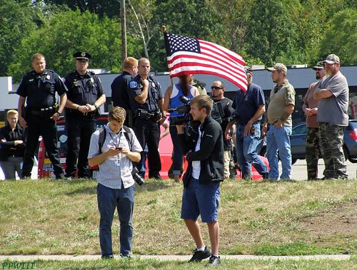 Cops & Militia Protecting Trumpflake