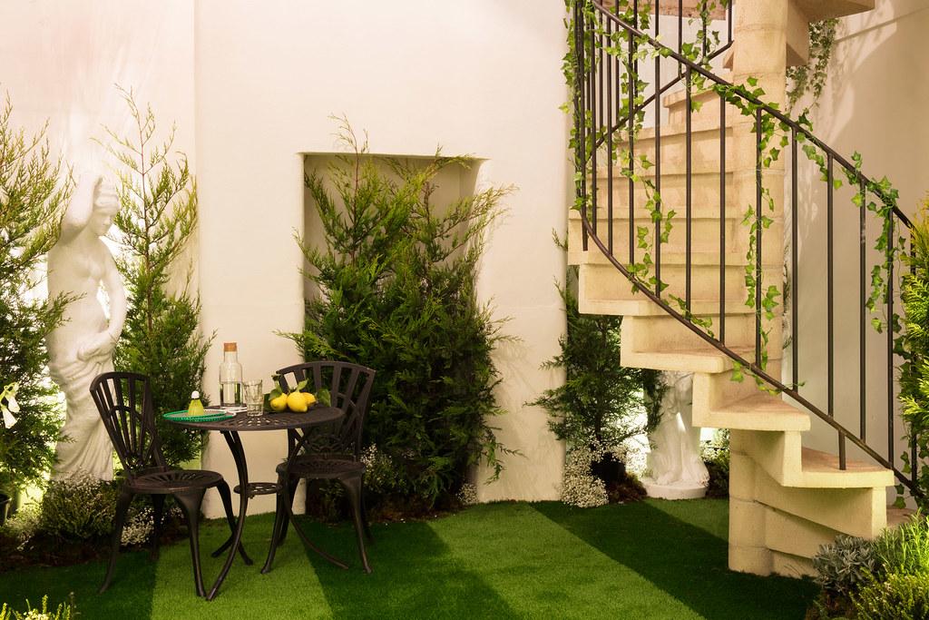 greenery-apartment-installation-airbnb-pantone-design_dezeen_2364_col_13