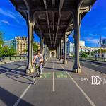 Easy Ride - Pont de Bir-Hakeim, Paris, France