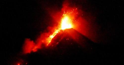 400 Erupcion nocturna, Volcan de Fuego (12)