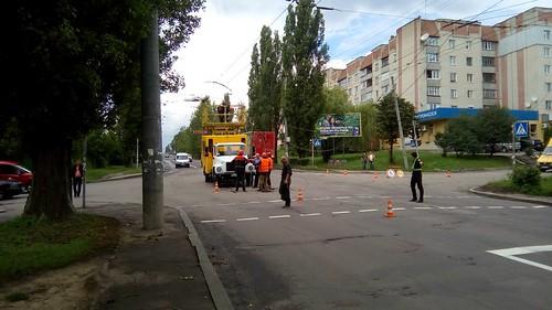 Поламана_опора_Соборна_Корольова_02