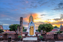 Buddha statue at Wat Phra Si Rattana Mahathat