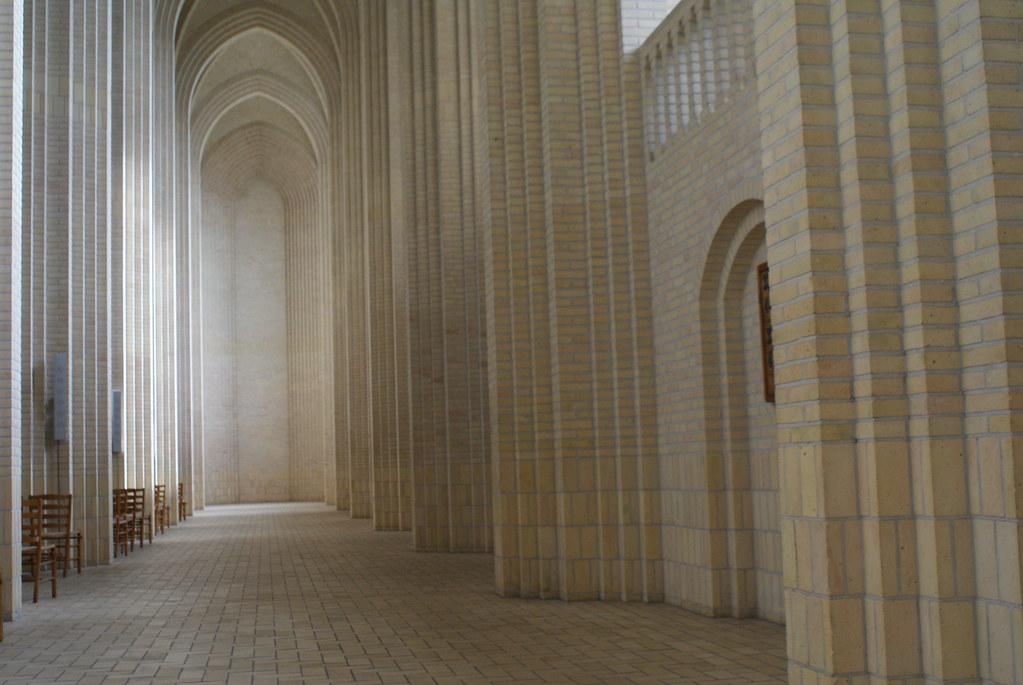 > Intérieur de l'église Grundtvig Kirke à Copenhague.