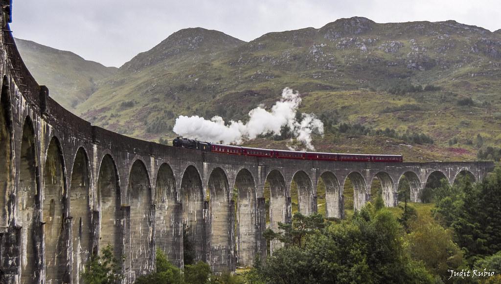 Viaducto de Glenfinnan y tren de vapor Jacobite, Escocia