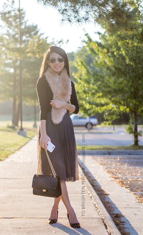 faux fur scarf, black long sleeved top, black shoulder bag, gold jewelry, dark gray tulle midi skirt, leopard pumps