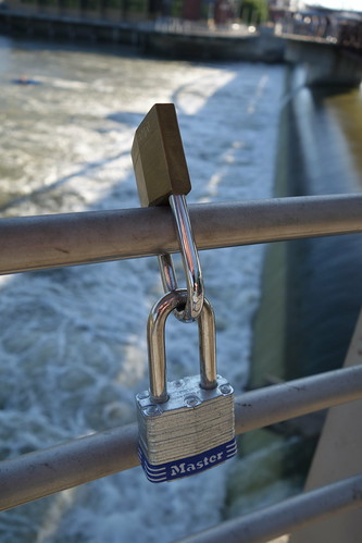 coralvilleiowa iowariverpowerpedestrianbridge water river rail padlock lovelock view 2017 sonyrx100ii