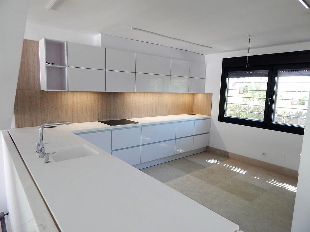 Muebles de cocina en blanco polar alto brillo for Muebles de cocina altos