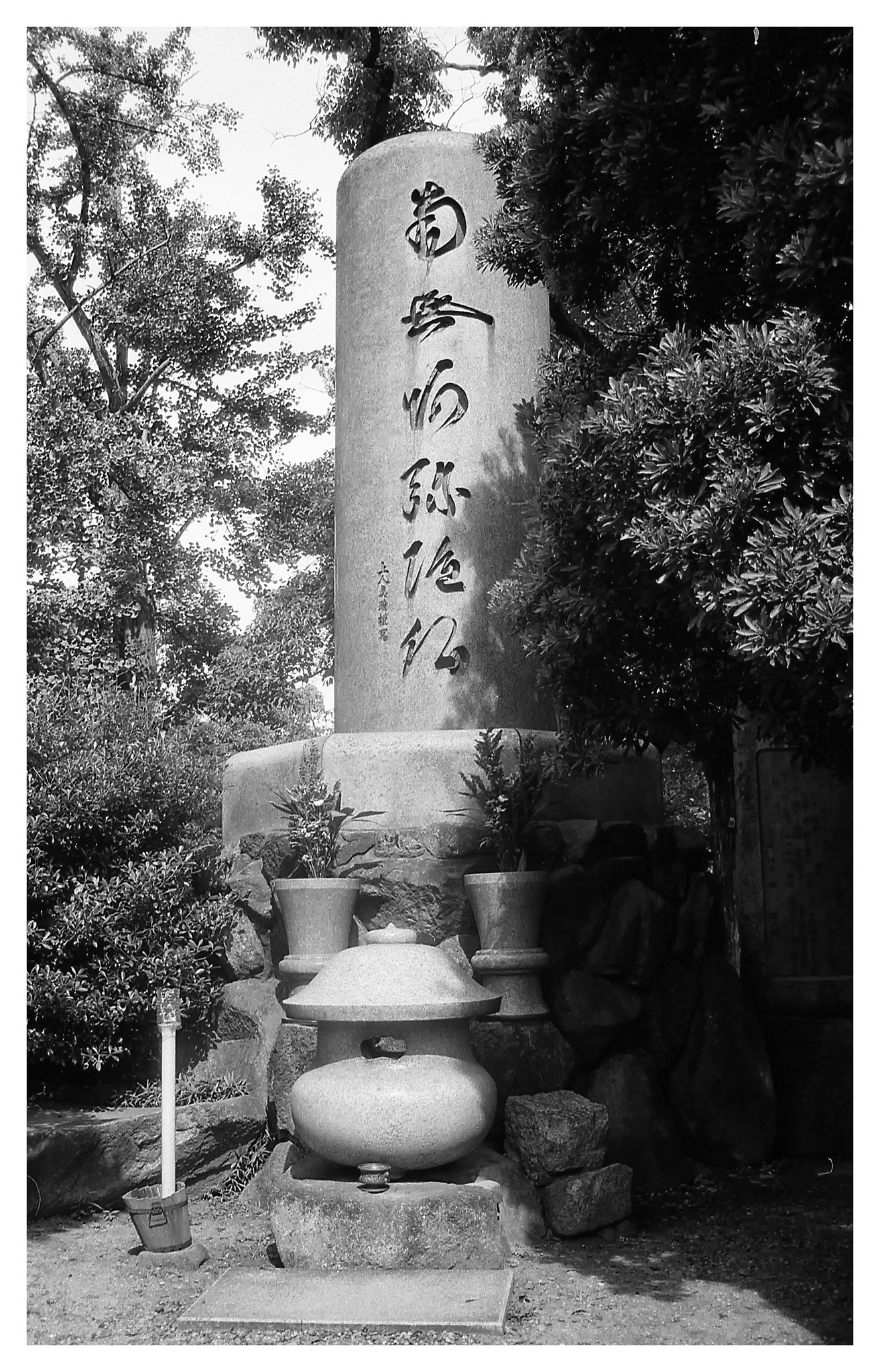 km100_osakacastle_park_shrine1