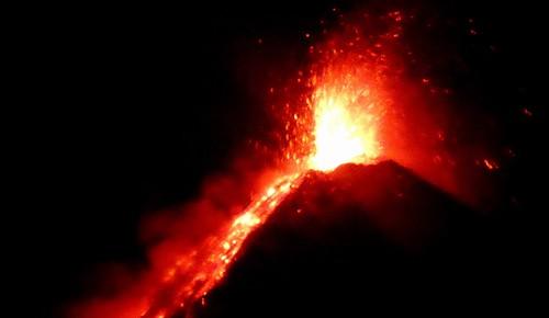 398 Erupcion nocturna, Volcan de Fuego (15)