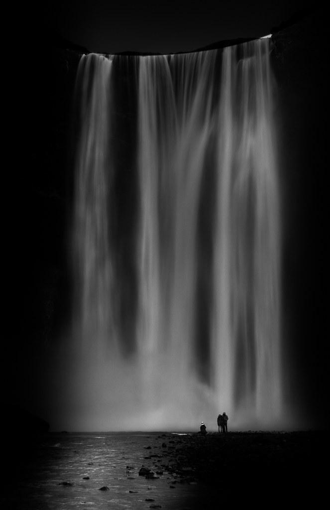 Ueberwaeltigt am Wasserfall