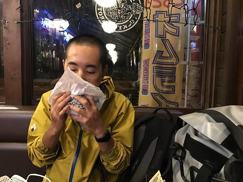 笛木さんはチャイチキを食べた。