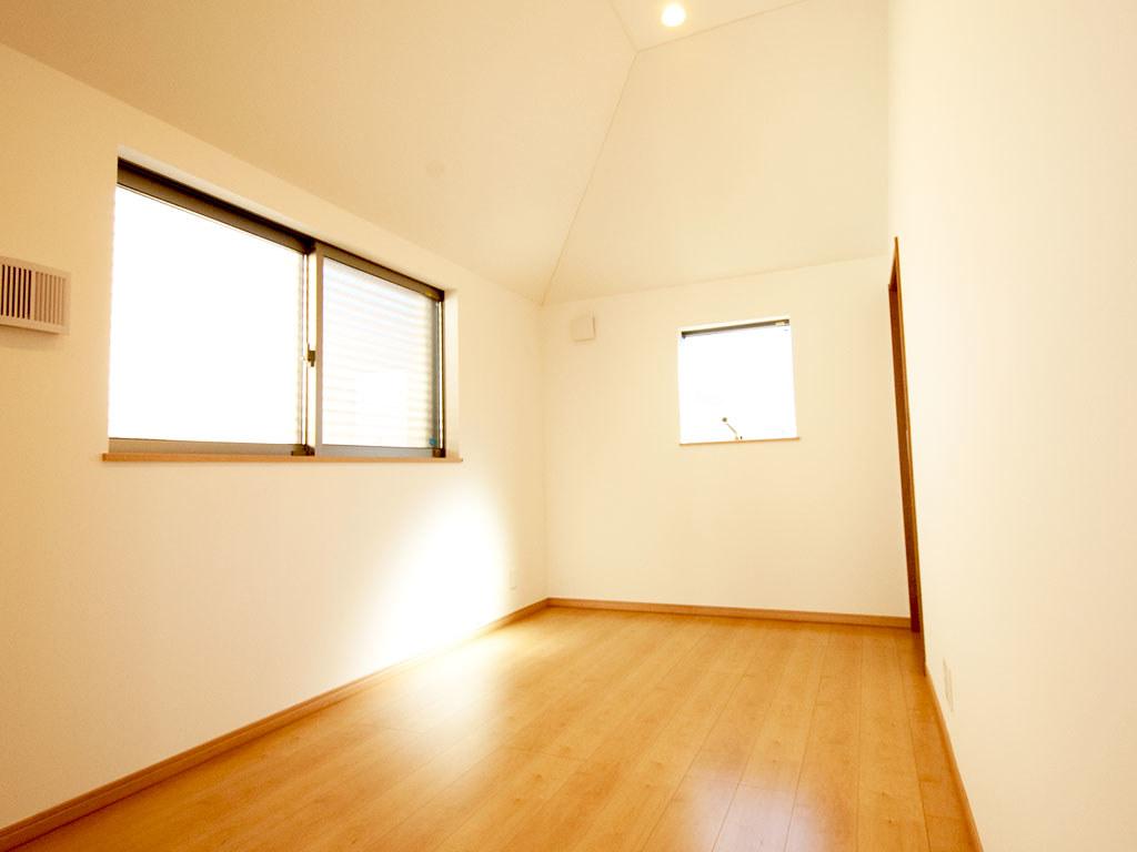 2階のリビングダイニングの隣の居室