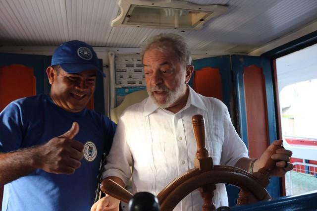 """""""Já nasci dentro do Rio"""", diz barqueiro que levou Lula no São Francisco"""