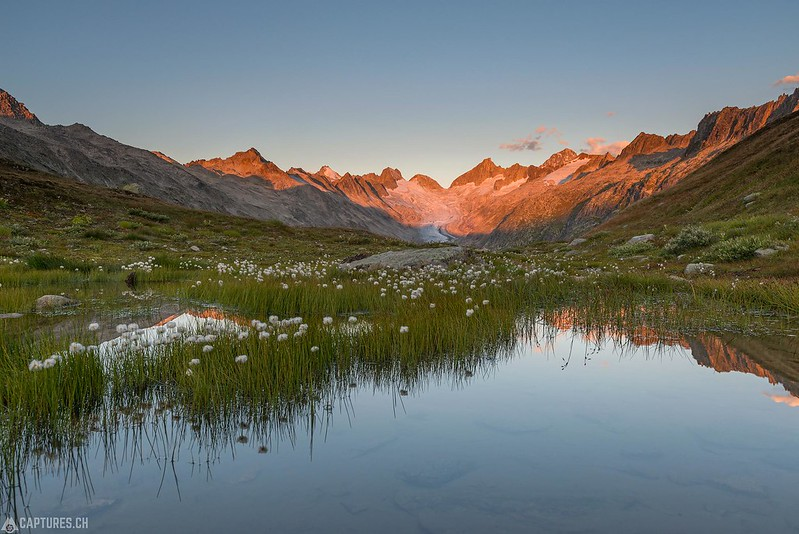 The tarn at sunrise - Grimsel