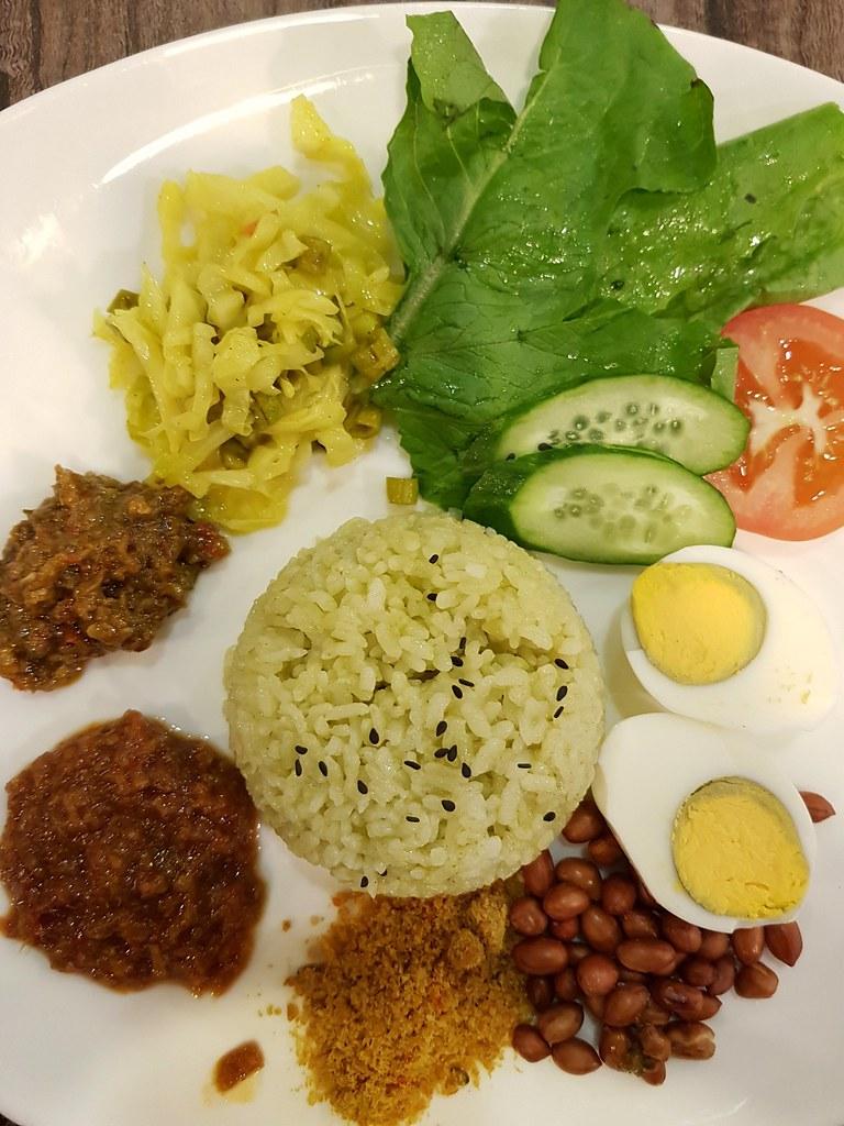 齋椰漿飯 Medifood Nasi Lemak $16 @ 梳邦再也有机餐馆 Medifoods Organic Restaurant SS18