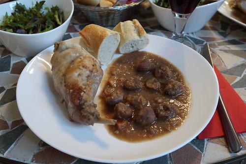 Kaninchen mit Maronensoße und Baguette (mein 1. Teller)