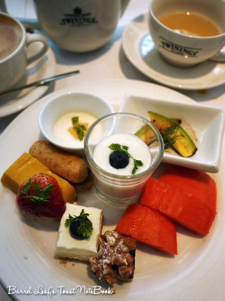 ambassador-hotel-aqua-lounge-buffet (33)